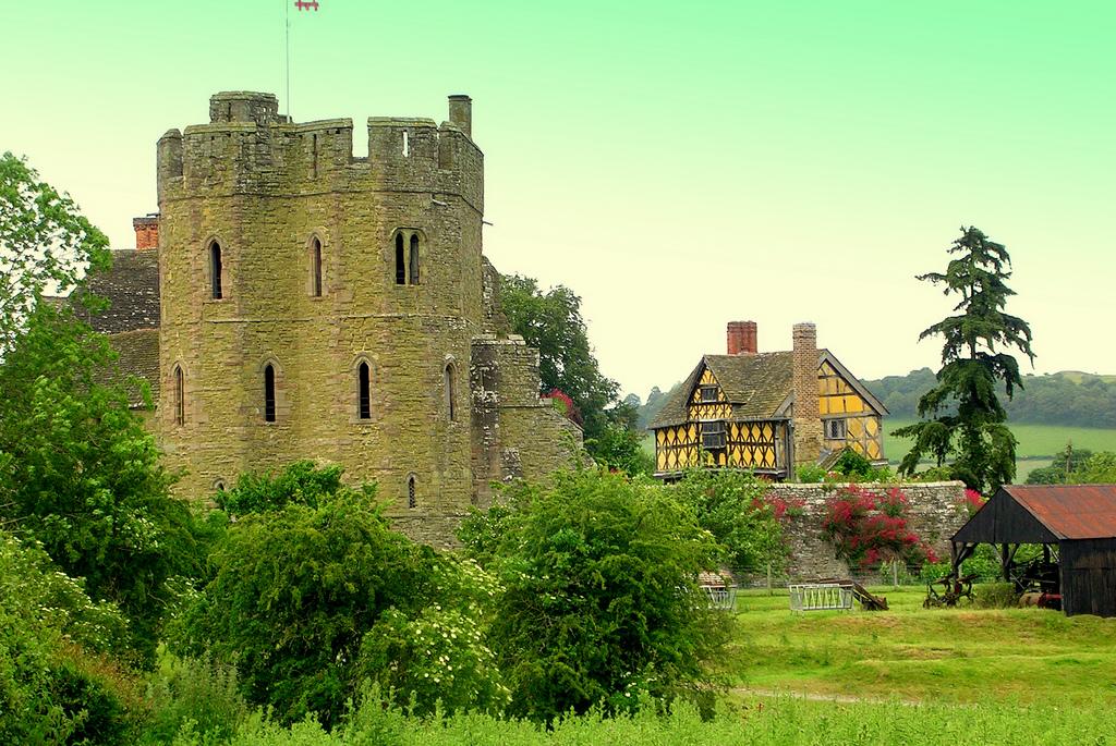 Замки в англии цена